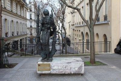 1024px Statue Eminescu Paris 1 400x267 - Il y a 170 ans naissait le poète roumain Mihai Eminescu